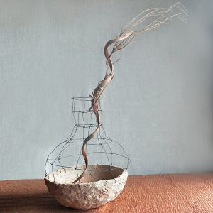 El Yapımı Minimalist Telli Bej Seramik Vazo